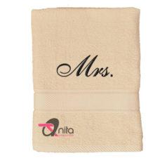 """""""Mrs."""" hímzett törölköző 70×130 cm"""